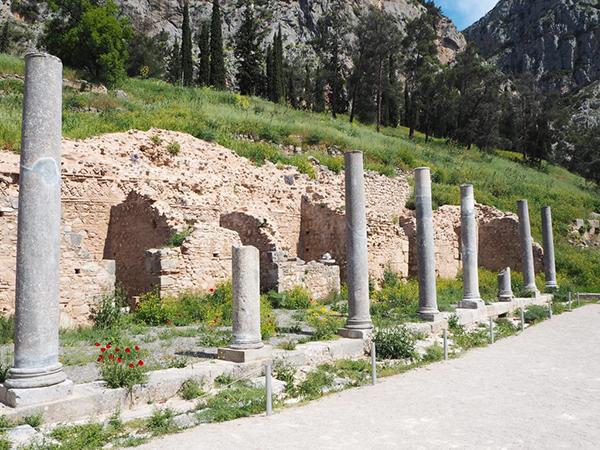 世界の中心とも言われた場所【デルフィ古代遺跡/ギリシャ】